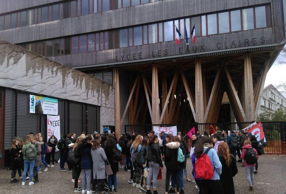 Rassemblement devant le lycée des Eaux-Claires mardi 28 janvier 2020 © Florent Mathieu - Place Gre'net