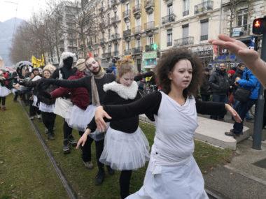 Le collectif Culture en lutte, dont des intermittents du spectacle, lors d'une manifestation contre la réforme des retraites. © Joël Kermabon - Place Gre'net