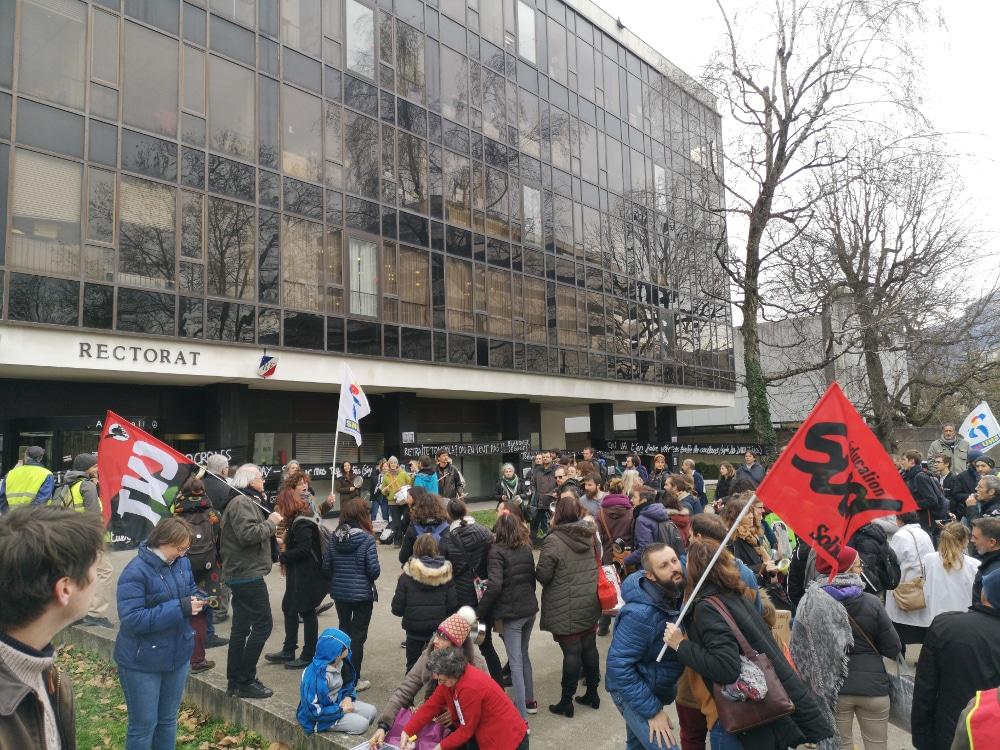 Les manifestations devant le rectorat de Grenoble sont monnaie courante © Joël Kermabon - Place Gre'net