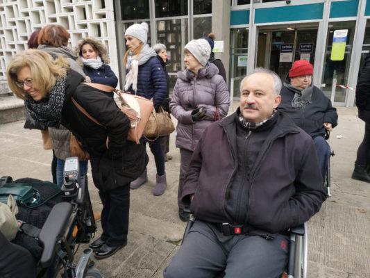 Jean-Marc, patient tétraplégique redoute les effets du BSI. © Joël Kermabon - Place Gre'net