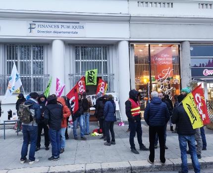 Nouveau blocage de la Direction départementale des finances publiques ce jeudi 2 janvier. © Joël Kermabon - Place Gre'net