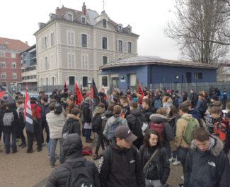 Blocage du lycée polyvalent Vaucanson. © Joël Kermabon - Place Gre'net