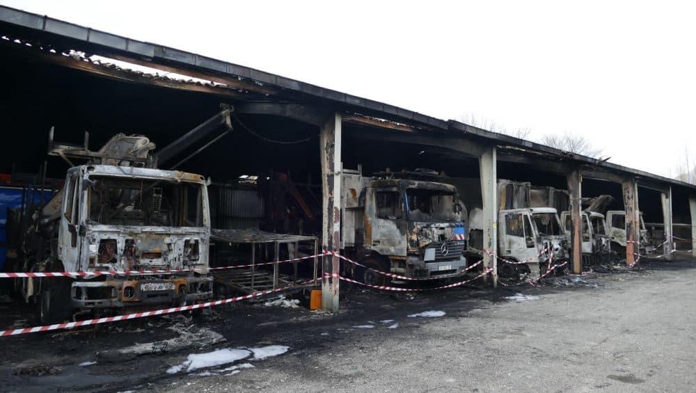 L'incendie a détruit quinze véhicules, de la société mais aussi de salariés d'Enedis. DR