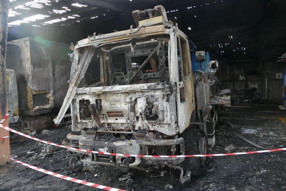 Les camions incendiés à Enedis représentent entre 100 000 et 250 000 euros, selon le procureur Éric Vaillant.Le procureur de la République de Grenoble va saisir (à nouveau) le parquet anti-terroriste, suite à un nouvel incendie criminel de véhicules d'Enedis. DR