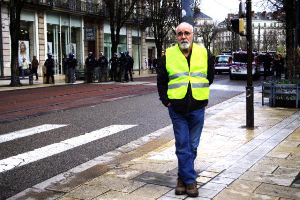 Assentio Del Ray, gilet jaune de la première heure, ne renonce pas se mobiliser contre la réforme des retraites. © Anissa Duport-Levanti