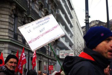 Le noyau dur de la mobilisation grenobloise continue de battre le pavé contre la réforme des retraites. Ils étaient 3 500 ce mercredi 29 janvier. © Anissa Duport-Levanti