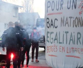 En Isère, plusieurs organisations dénoncent les pressions de l'administration et les interventions des forces de l'ordre dans les lycées.