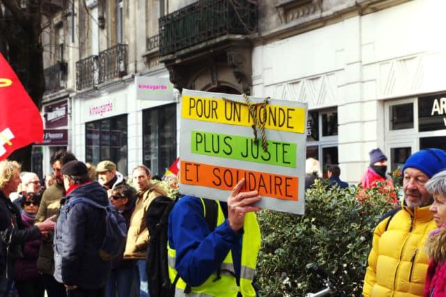 Pour de nombreux manifestants, la réforme proposée par le gouvernement n'est ni juste ni solidaire. © Anissa Duport-Levanti