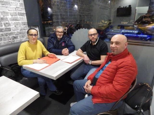 Hakim Bendellaa entouré de ses plus proches soutiens. De gauche à droite, Fadila Gauthier, Selim Bendaoud, Hakim Bendellaa et Nordine Bouachiba. © Thomas Courtade - Place Gre'net