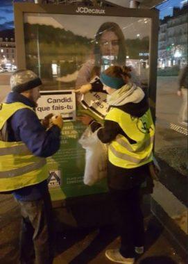 Action du collectif ANV COP21 / RAP Grenoble le 14 février 2020 pour sensibiliser à l'impact sur le climat des écrans et panneaux publicitaires - DR