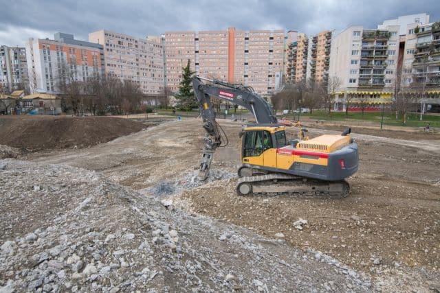 Isère : le Département rouvre ses chantiers, pas Grenoble. Les travaux de terrassement du collège Lucie-Aubrac ont d'ores et déjà repris, indique le Département © Isère