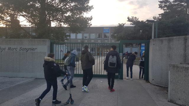 Entrée des collégiens un matin au collège Marc Sangnier à Seyssins © Séverine Cattiaux - Place Gre'net