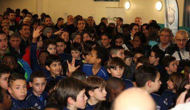 """Jeunes joueurs et joueuses, leurs parents et les bénévoles : la grande """"famille"""" du Football club Allobroges Asafia. © FC2A"""