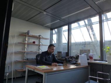 Bureau d'Aide aux victimes. Le juriste Grégory Boissieux au Bureau permanent de l'AIV 38, février 2020 © Ambre Croset