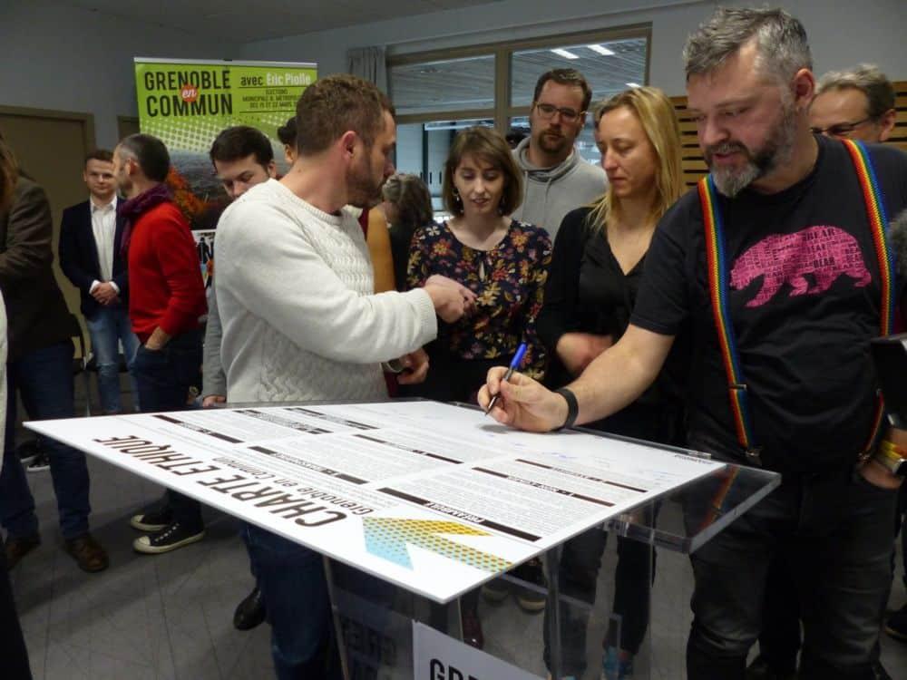 Séance de signature de la Charte éthique de Grenoble en commun © Florent Mathieu - Place Gre'net