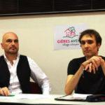 Sylvain Stamboulian (à gauche) et son colistier Timothé Jaussoin, présente la candidature de Gières Avenir Village Citoyen pour les municipales 2020. © Anissa Duport-Levanti