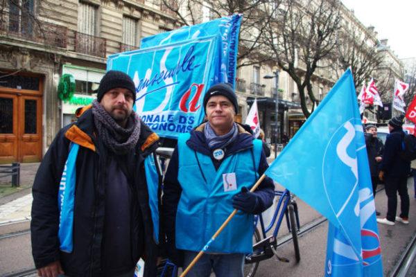 Joseph Muzzolu (à gauche) et Patrick Maurey (à droite) de l'UNSA restent mobilisés face à la réforme et appellent les députés à faire respecter les engagements du gouvernement. © Anissa Diport-Levanti - Place Gre'net