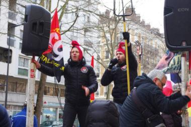 Si les syndicats réformistes croient encore aux négociations sur la réforme, la CGT métallurgie défile elle avec fourches et bonnets phrygiens. © Anissa Duport-Levanti - Place Gre'net