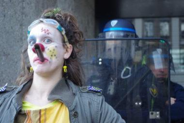 """Dans leur attirail notamment : des """"LBD de poche"""" avec lequels ils lançaient des boules de papier. © Anissa Duport-Levanti - Place Gre'net"""