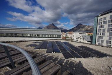 La production d'électricité sur le toit de la Belle Électrique fournira 50 foyers (hors chauffage). © Anissa Duport-Levanti - Place Gre'net