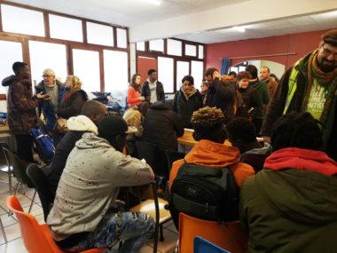 Les jeunes discutent avec leurs soutiens. © Joël Kermabon - Place Gre'net