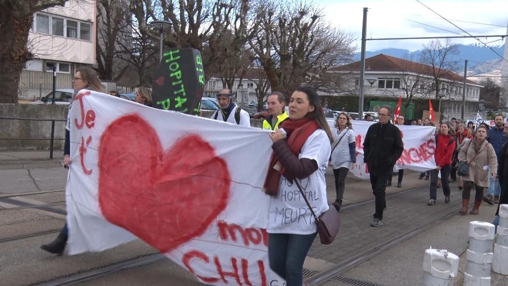 Manifestation pour « l'amour de l'hôpital public » en février 2020 © Joël Kermabon - Place Gre'net