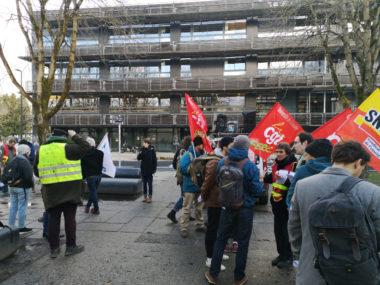 Des syndicats dénoncent des atteintes au droit de grève à l'université Grenoble AlpesPrise de parole devant Département de la licence sciences et technologies (DLST) du campus de Saint-Martin-d'Hères. © Joël Kermabon - Place Gre'net