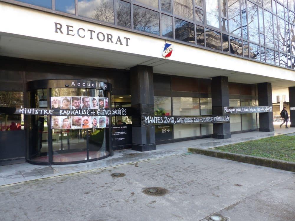 Le Rectorat de Grenoble était bouclé... et redécoré à l'image de la contestation © Florent Mathieu - Place Gre'net