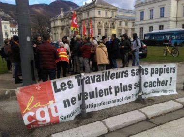 Rassemblement de la CGT travailleurs sans-papier devant la préfecture de l'Isère mardi 18 février © Florent Mathieu - Place Gre'net