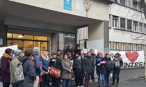UNE Mobilisation de parents d'élèves et d'enseignants, jeudi 13 février 2020, devant le lycée Mounier à l'annonce de la cure d'austérité pour la rentrée 2020 © Séverine Cattiaux - Place Gre'net