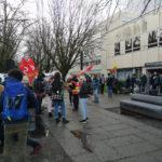 Rassemblement devant Département de la licence sciences et technologies (DLST) du campus de Saint-Martin-d'Hères. © Joël Kermabon - Place Gre'net