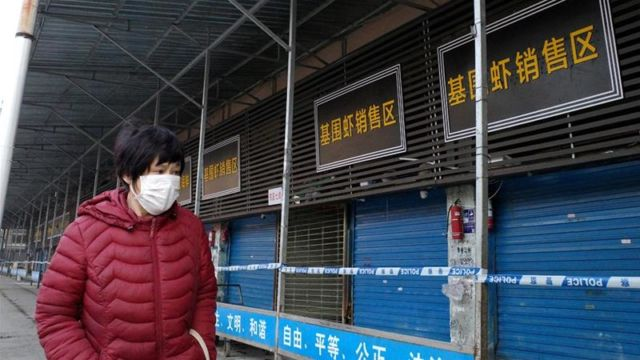 Les magasins fermés dans une ville de Wuhan, foyer du coronavirus, placée sous quarantaine. DR