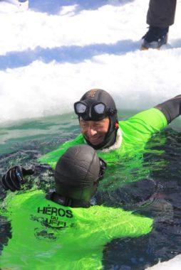 Chamrousse : une banderole déployée sous la glace d'un lac contre la mucoviscidoseL'apnéiste isérois Christophe Jobazé. © Office de tourisme de Chamrousse