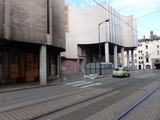 Grenoble en commun souhaite aussi s'attaquer à certaines « verrues » de la ville, comme l'arrière de l'Office de tourisme jugé disgracieux © Florent Mathieu - Place Gre'net