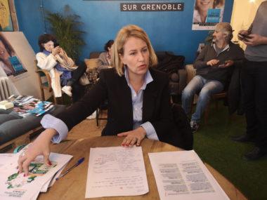 Émilie Chalas lors de la présentation de son bilan sur les engagements d'Éric Piolle. © Joël Kermabon - Place Grenoble