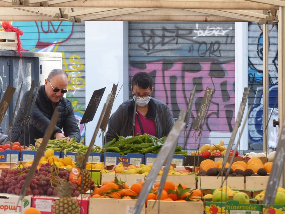 Le port du masque est obligatoire sur les marchés de Grenoble à partir du mercredi 12 août © Florent Mathieu - Place Gre'net