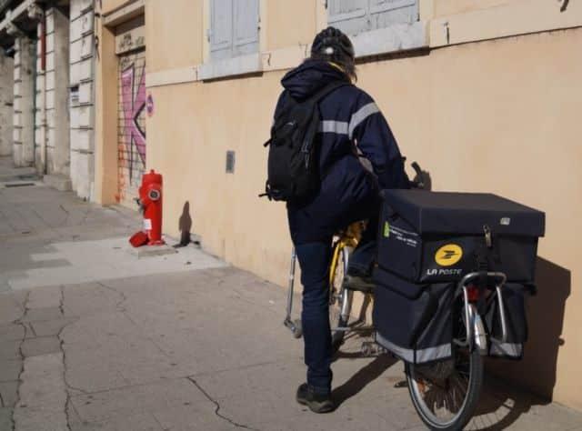 La Poste est accusée par Sud-PTT de ne pas assurer la sécurité de son personnel face au coronavirus © Léa Raymond - Place Gre'net