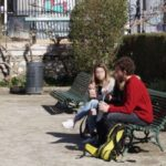 Un groupe de jeunes, au Jardin de ville de Grenoble. © Léa Raymond - placegrenet.fr