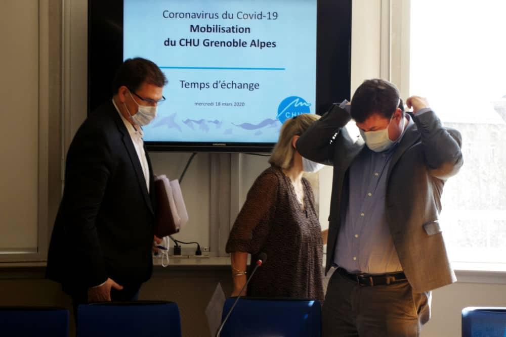 Les responsables du CHU de Grenoble appliquent eux aussi les règles et portent des masques chirurgicaux pour éviter la propagation du virus. © Anissa Duport-Levanti - Place Gre'net
