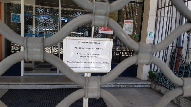 Fermés aux élèves pour cause d'épidémie de coronavirus, tous les établissements scolaires sont, cependant, maintenus ouverts, notamment pour accueillir les enfants des personnels soignants, samedi 14 mars 2020 © Séverine Cattiaux - Place Gre'net