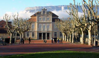 La mairie de Domène © Wikipédia