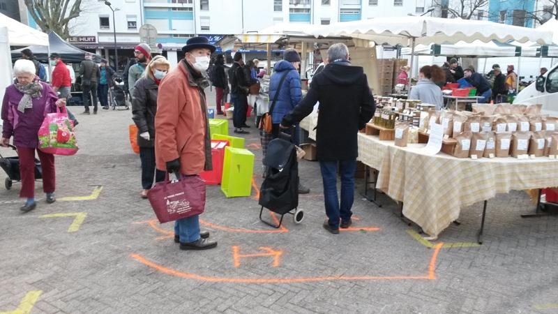 Fermé quelques jours, le marché Hoche (ici avant les nouvelles mesures de restrictions) est de nouveau ouvert trois matinées de la semaine © Séverine Cattiaux - Place Gre'net