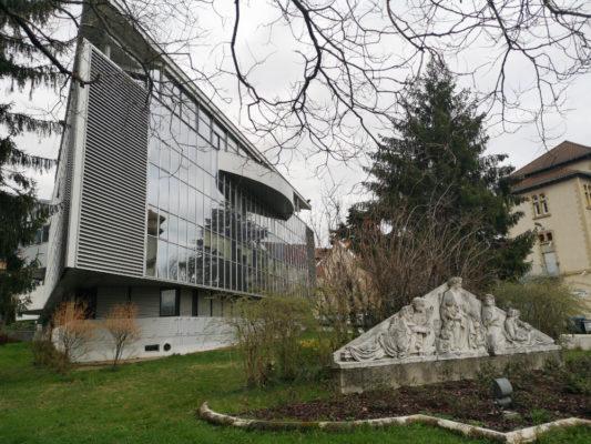 Le pavillon Dauphiné, siège de la direction générale du CHU Grenoble-Alpes. © Joël Kermabon - Place Gre'net