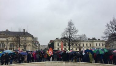 Rassemblement syndicats sur la place de Verdun, lundi 2 mars 2020 © Ambre Croset