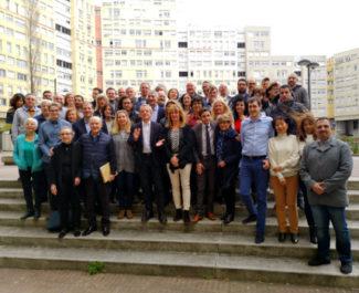 La liste d'Alain Carignon devant les bâtiments de la Villeneuve. © Joël Kermabon - Place Gre'net