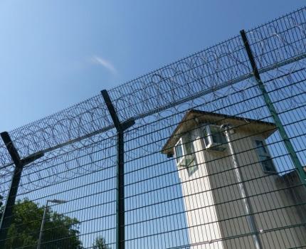 Un surveillant et un détenu de la prison de Varces en Isère ont été mis en examen pour trafic de stupéfiants.