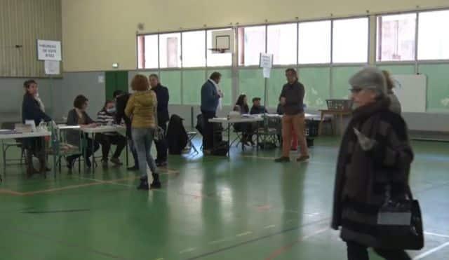 Éric Piolle très largement en tête devant Alain Carignon Bureau de vote à Grenoble dimanche 15 mars 2020 © Joël Kermabon - Place Gre'net