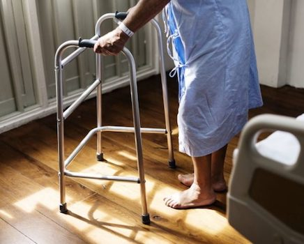 A Grenoble, une cadre de santé alerte sur l'hécatombe à venir dans les maisons de retraite. « La seule chose à faire c'est un dépistage massif ! »