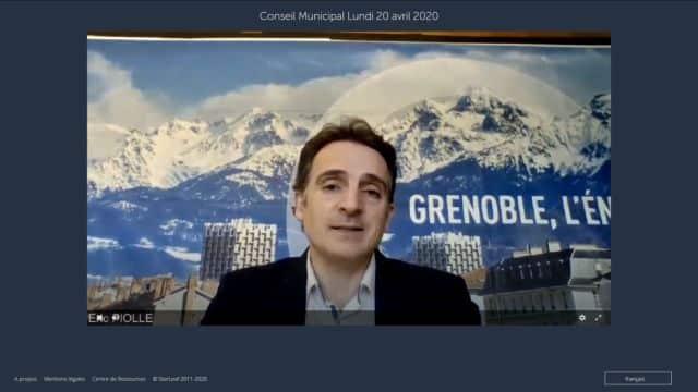 Éric Piolle est le « présentateur » du conseil municipal en visio-conférence de Grenoble.