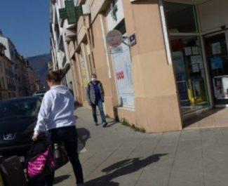 Grenoble a arrêté les modalités de distribution de ses masques grand public. Sauf qu'à ce jour, aucune date de livraison n'est connue.